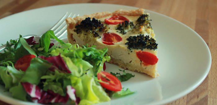 Tarta z kurczakiem, brokułem i pomidorkami